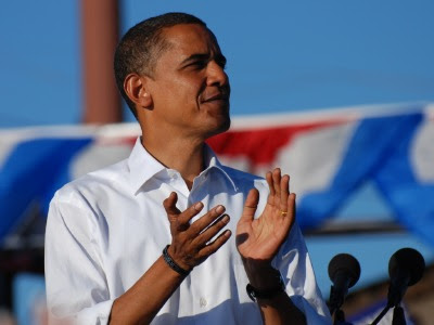 Barack Obama in Pueblo, Colorado, showing his Iraq War memorial bracelet