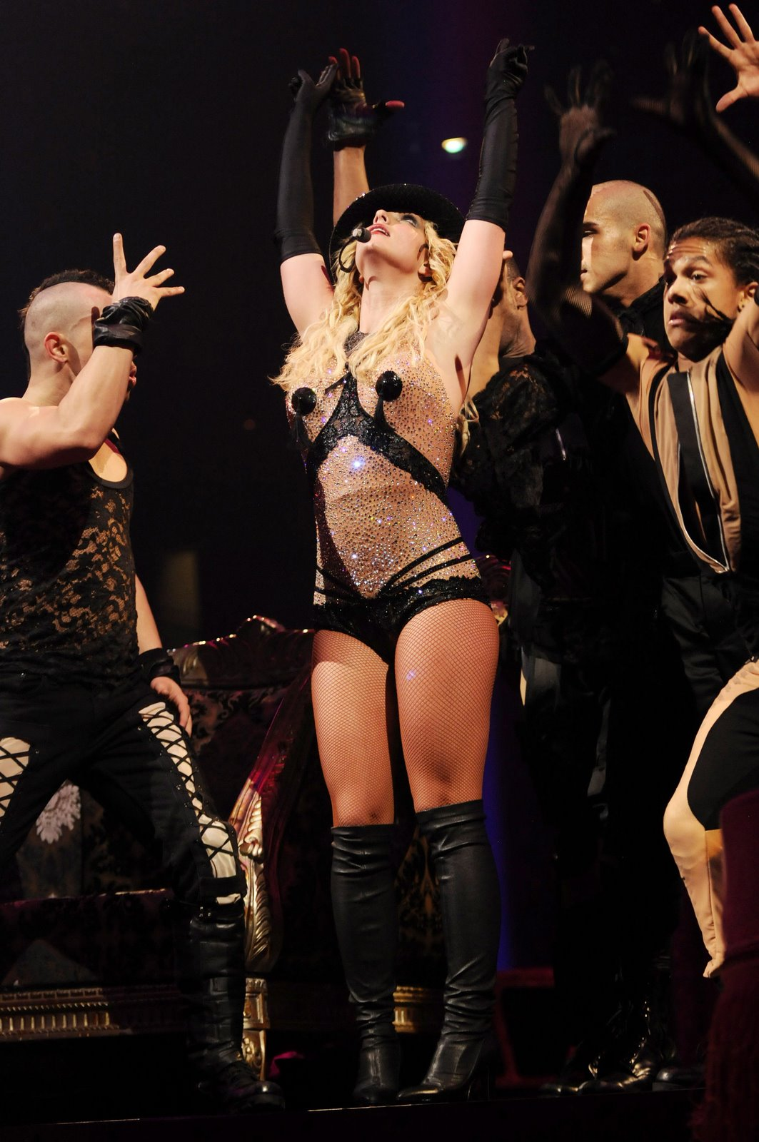 [85239_babayaga_Britney_Spears_The_Circus_Starring_Britney_Spears_Performance_03-03-2009_118_123_213lo.jpg]