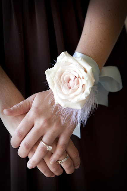 modern-wrist-corsage