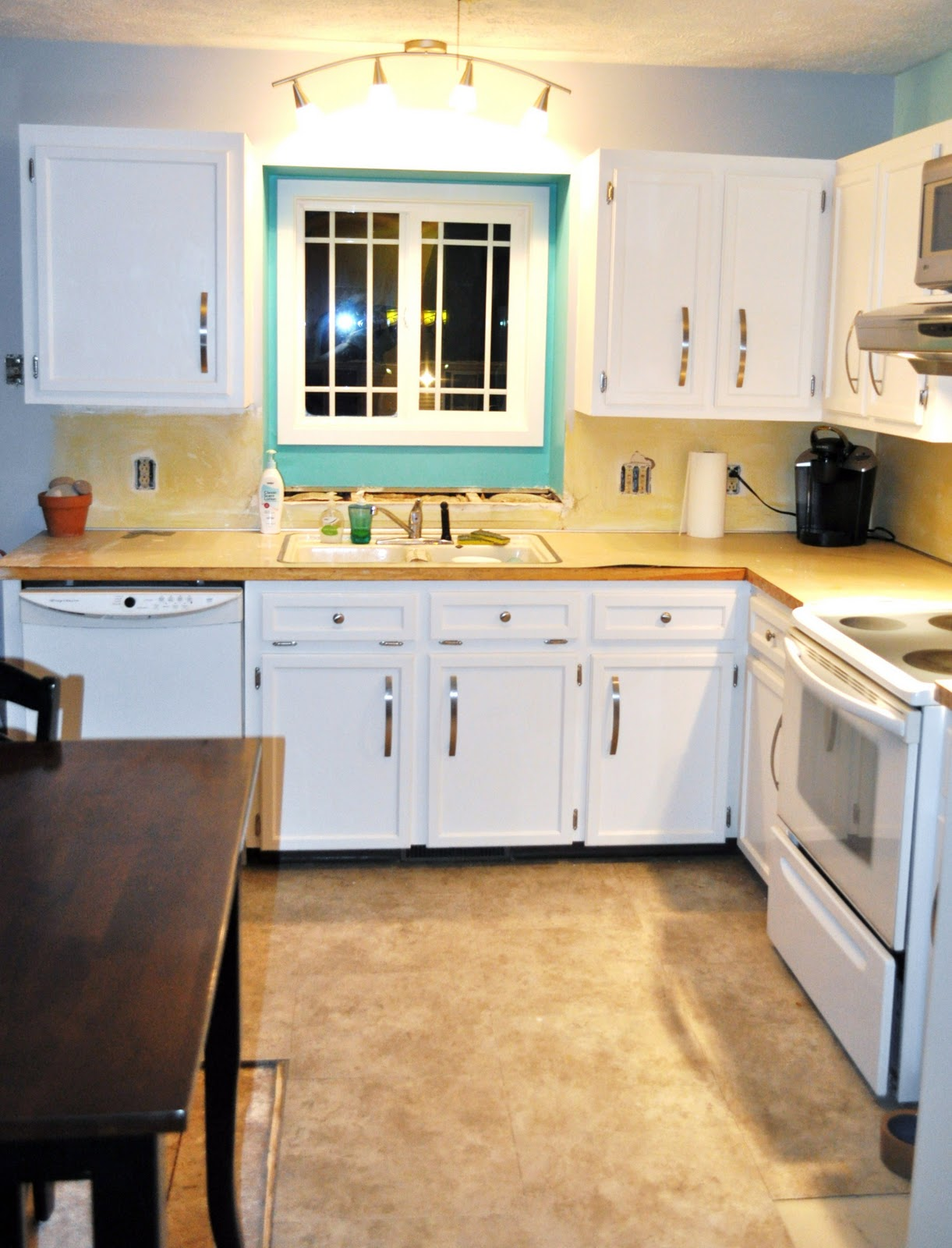 Oak To White Cabinets White Kitchen Countertops With Oak Cabinets 11250220170514