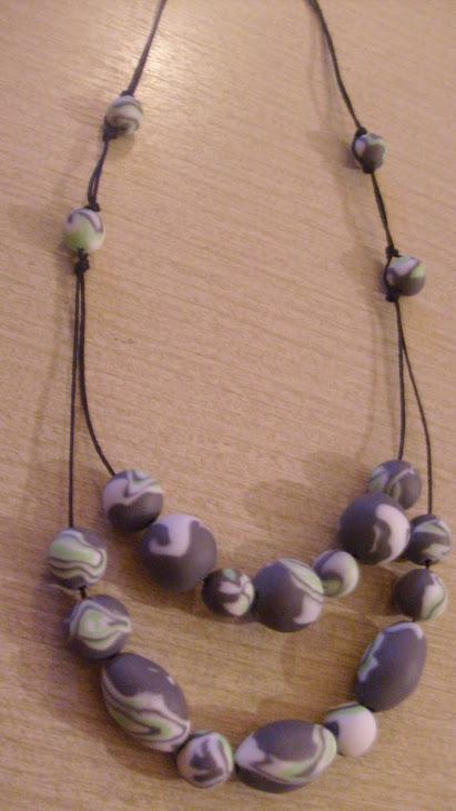 ogrlica sivo-zeleno-belo