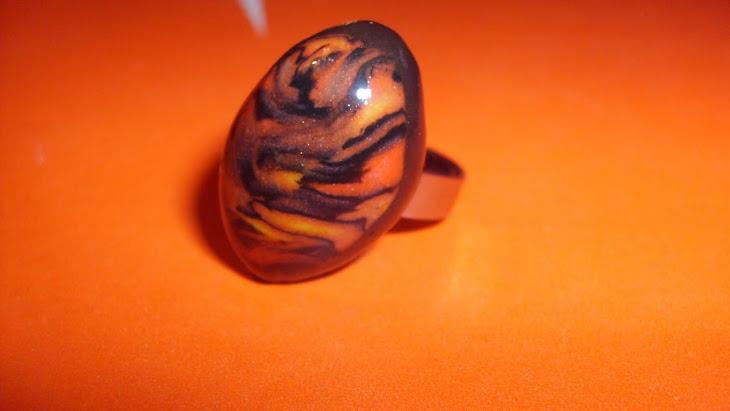 prsten crno-narandzaste sare