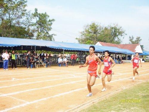 วิ่ง 800 เมตร