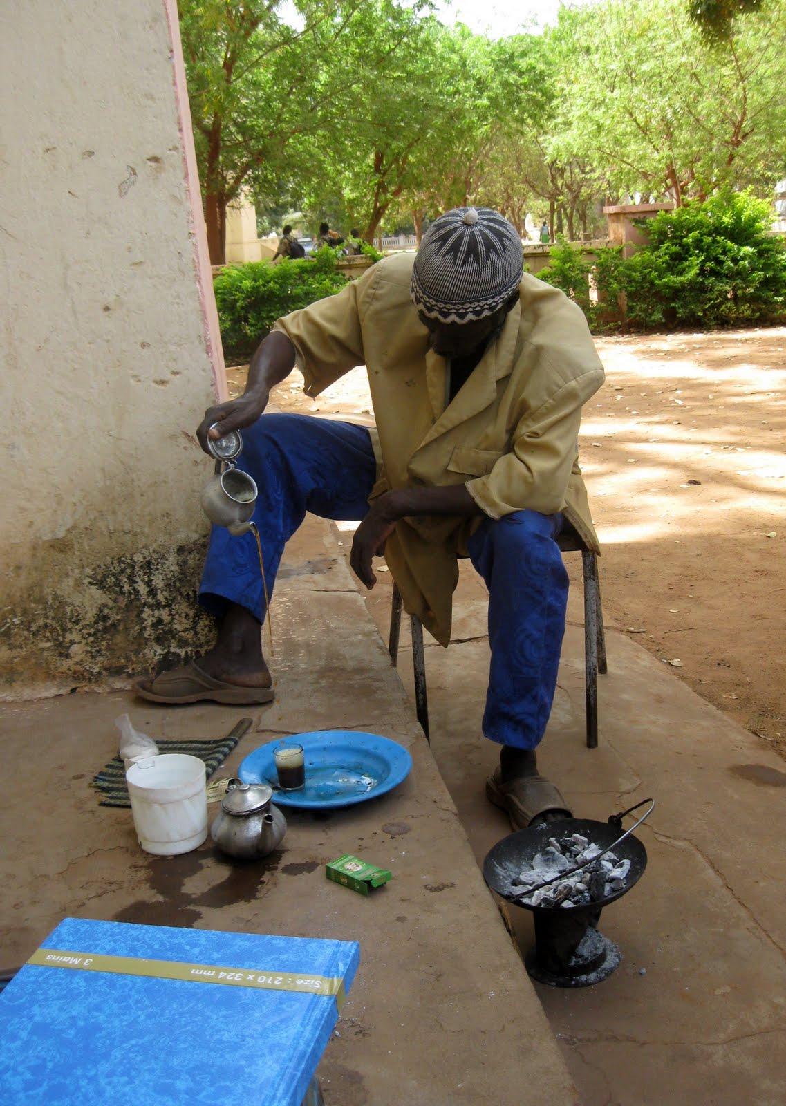 [Mairie+gardener+making+3-sips+tea.JPG]