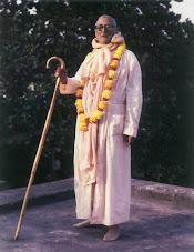 Sua Divina Graça Srila Bhakti Raksak Sridhar Dev-Goswami Maharaj.