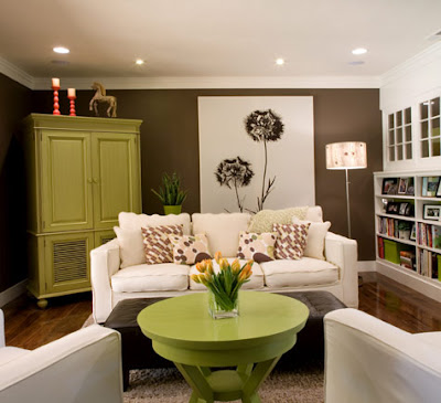 Contemporary-white-living-room-with-wood-table-for-green-with-floor-light-lamps-white-sofa-and-shelves