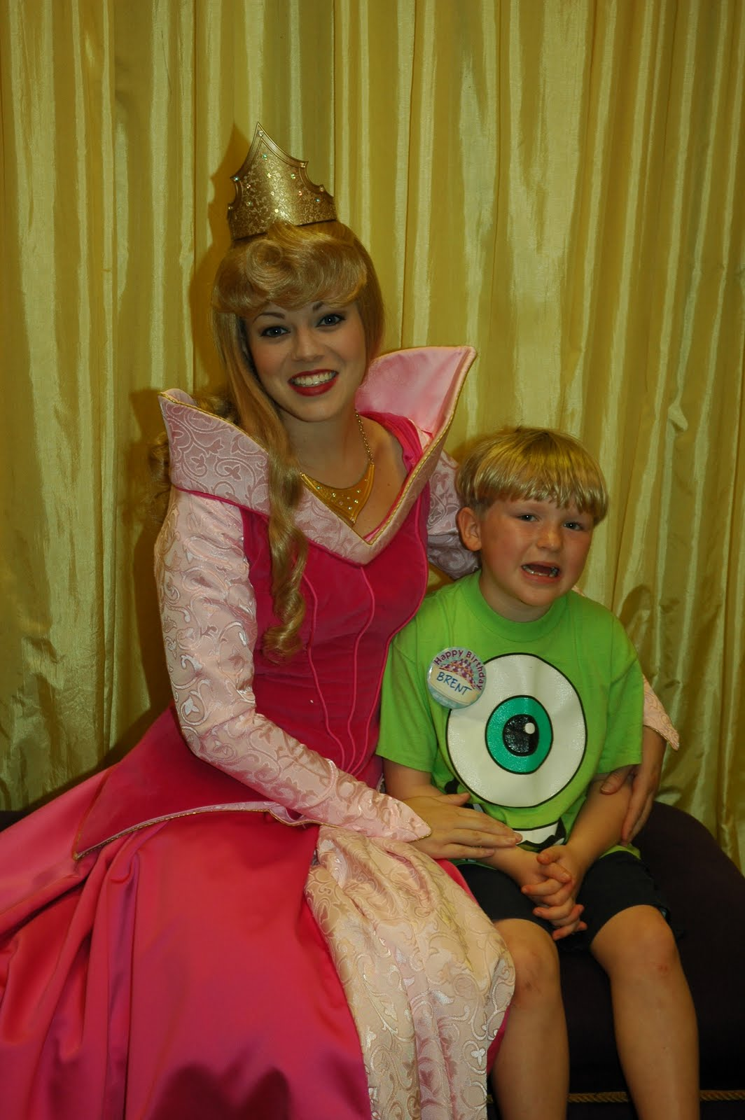 Williams family disney princesses at toontown hall of fame we have also seen snow white at the royal meet and greet m4hsunfo