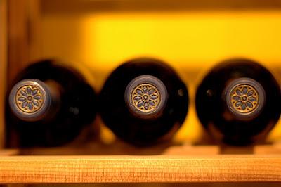 http://2.bp.blogspot.com/_CQdddM_9pfM/TTxDwpq6qUI/AAAAAAAAAA0/8xEIX8Nmw04/s1600/wine+tops.JPG