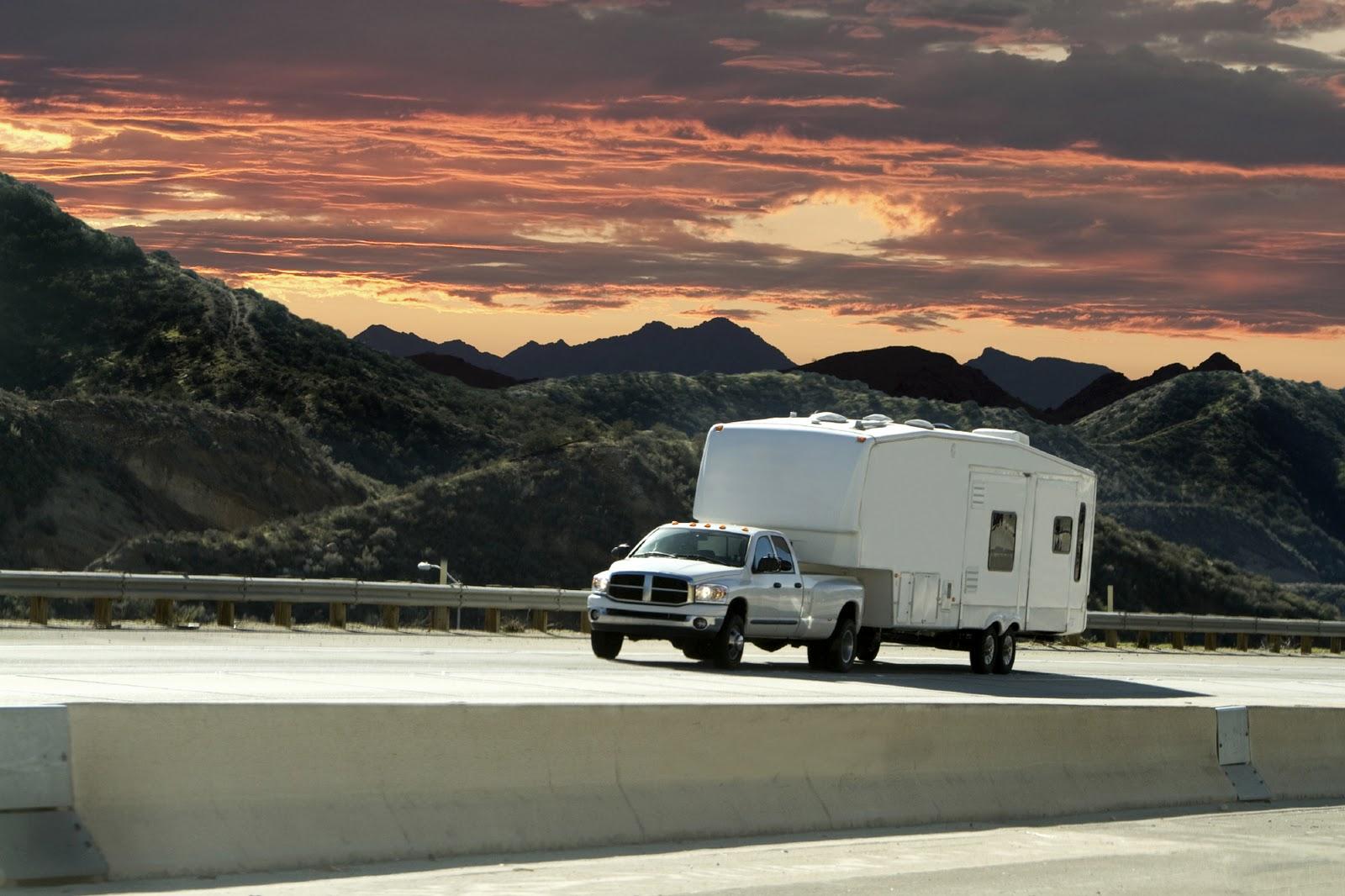 RV Types: 5th Wheel Travel Trailer