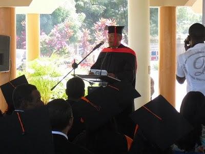 Director El Granero del Sur se gradúa Magna Cum Laude en Derecho