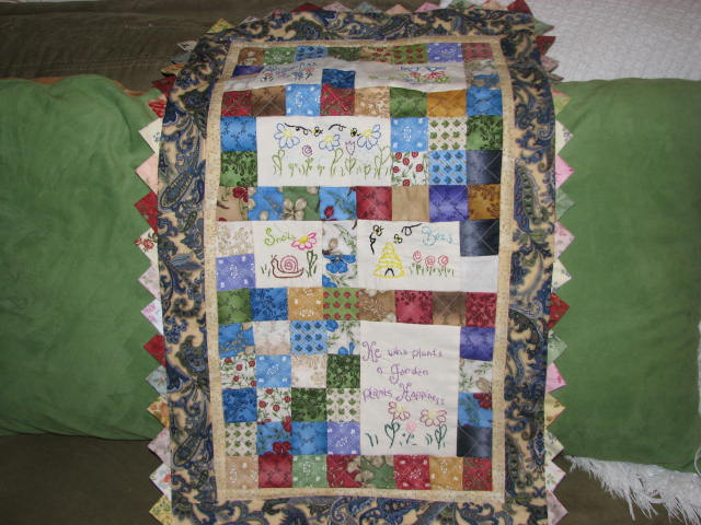 [sewing+room+and+quilts+012.JPG]