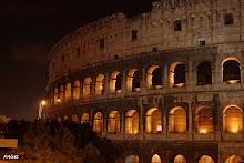 ... Coliseu à noite ... em Roma ...