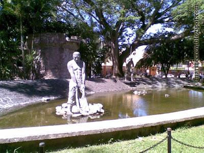 Памятник рыбаку Пуэрто-Кортес