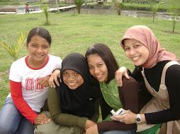 Empat Anak Gadisku