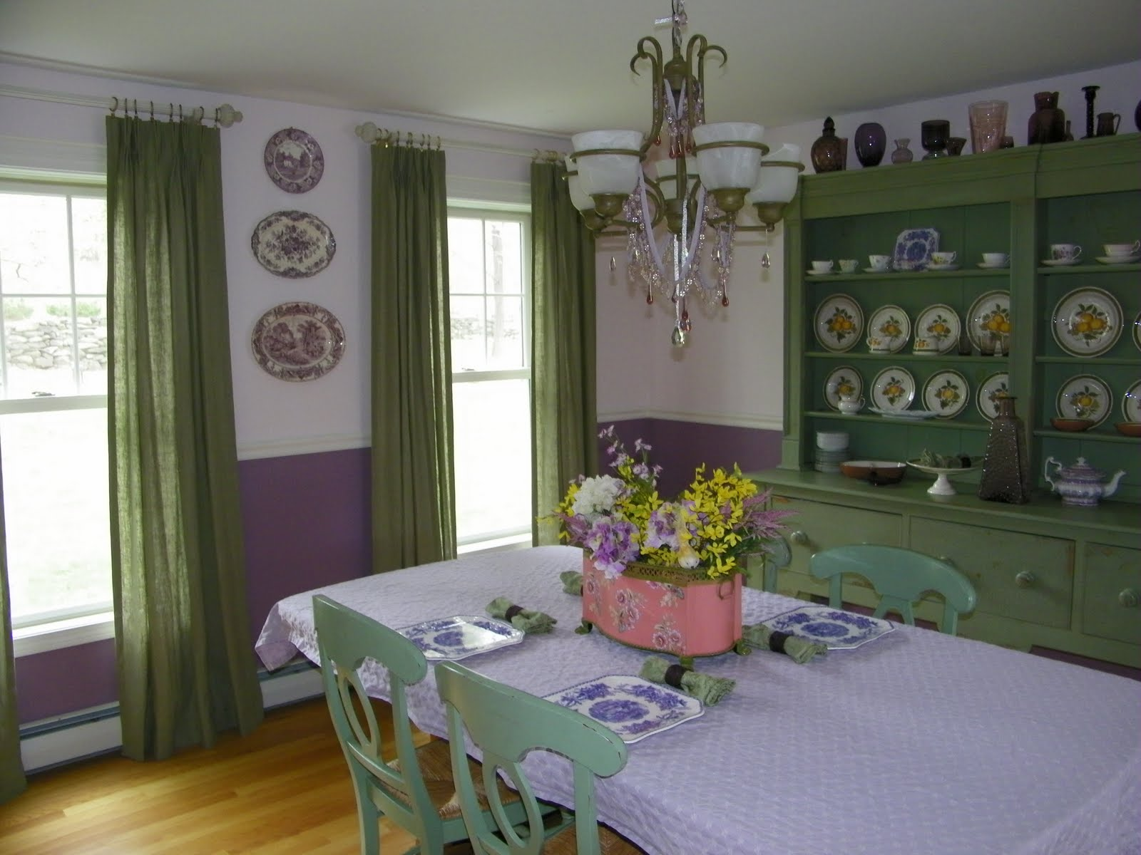 Teas time green interiors the colors purple purple for Green dining room