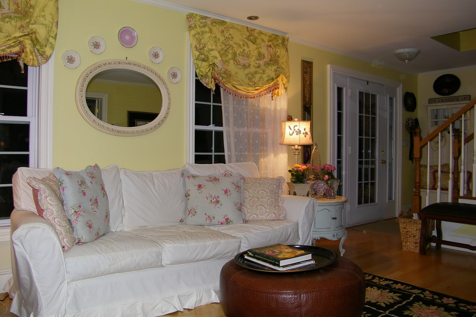 Maison decor french country enchanting yellow white for Redecorating living room