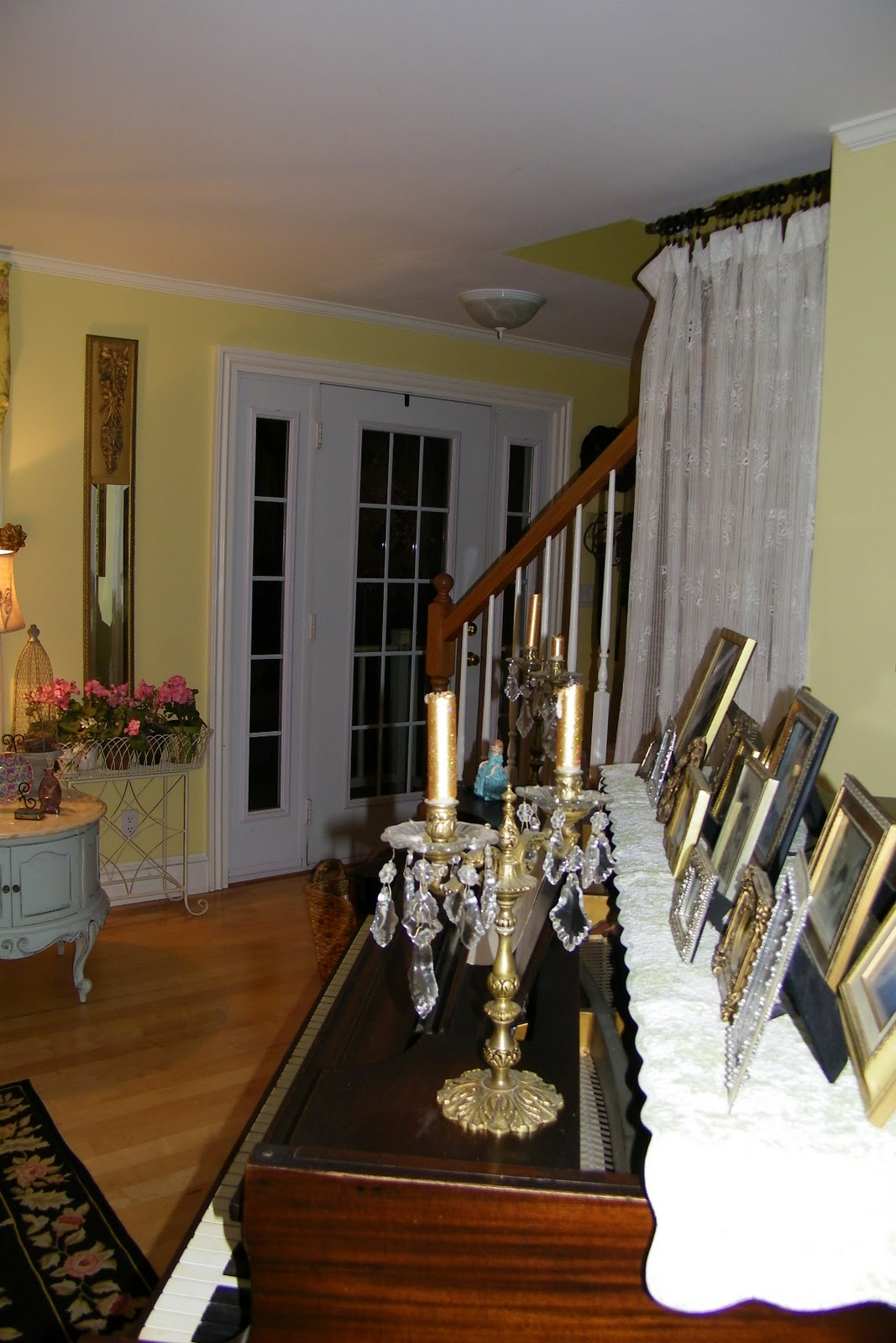 Maison decor french country enchanting yellow white for Redecorate my living room