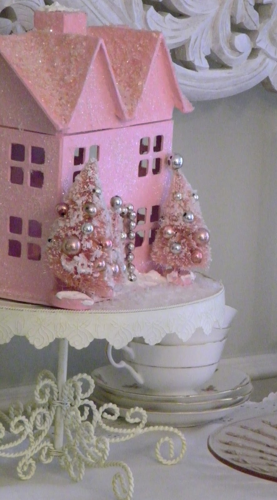 maison decor: i'm dreaming of a pink christmas