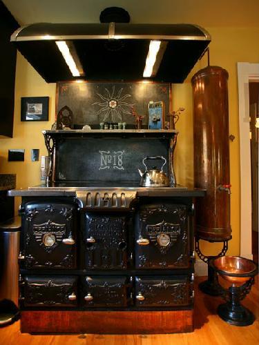 The steampunk kitchen great grandmother 39 s kitchen for Kitchen designs steampunk