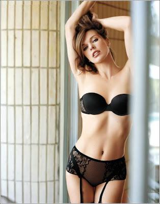 Mila Jovovich in Italian Maxim pictures