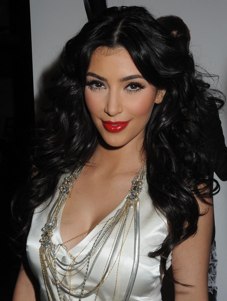 http://2.bp.blogspot.com/_Ca21XCsvg58/TP_b-8qFFjI/AAAAAAAACnE/q5RGsDrw3wU/s1600/kim-kardashian-long-hairstyle-773x1024.jpg