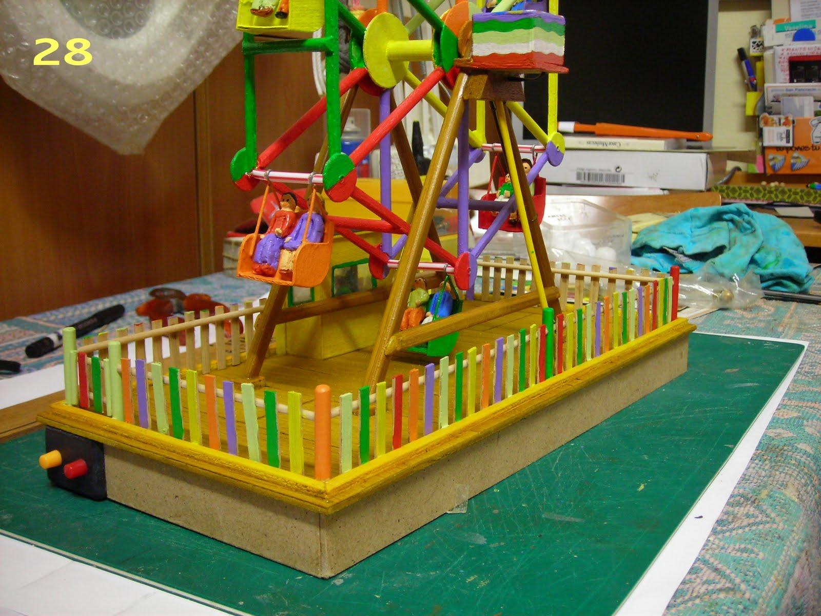 Barandilla construida de chapa fina de madera y postes de palillos de  #BFB70C 1600x1200