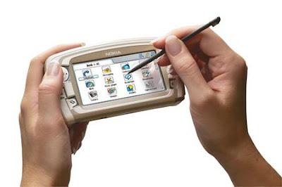 Nokia 7710 looks like PSP