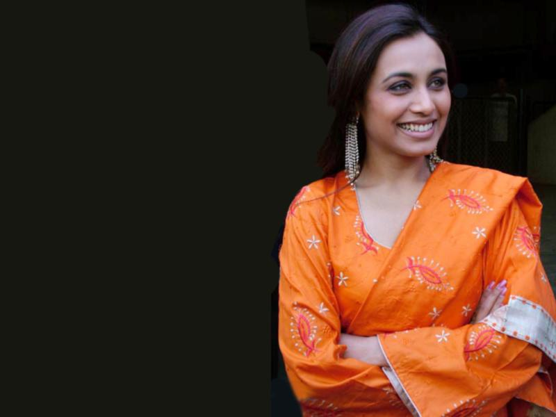 Free Wallpapers Pictures  rani mukherjee hot wallpapers Funny