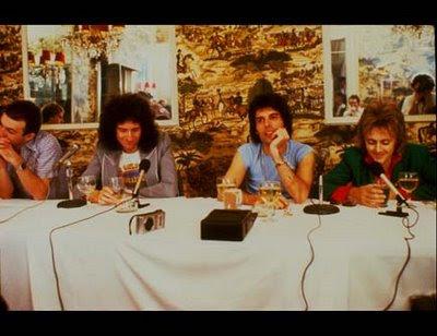 http://2.bp.blogspot.com/_CgdtdLC-rOY/R1Ib-6DibjI/AAAAAAAAAC8/oerK_YVESQs/s400/queen+1978+2.0.jpg