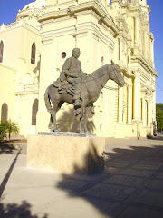 El padre Eusebio Francisco Kino, monumento frente a la Catedral de Hermosillo
