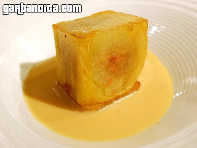 Tortilla de patata trufada con natilla de cebolla