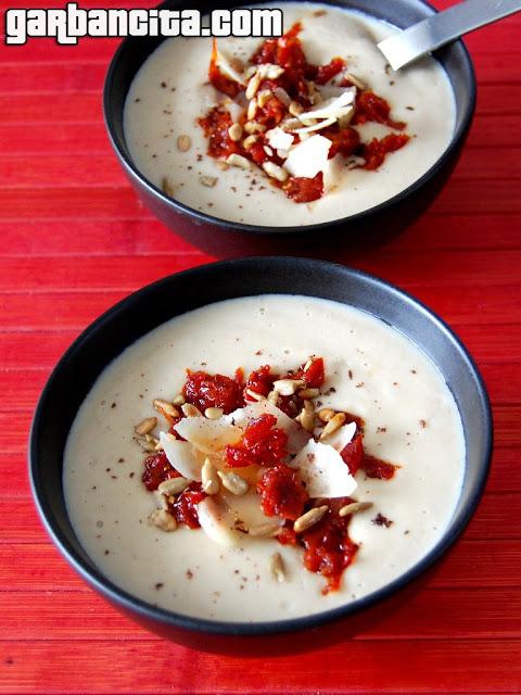 Crema de setas con tomates secos y parmesano