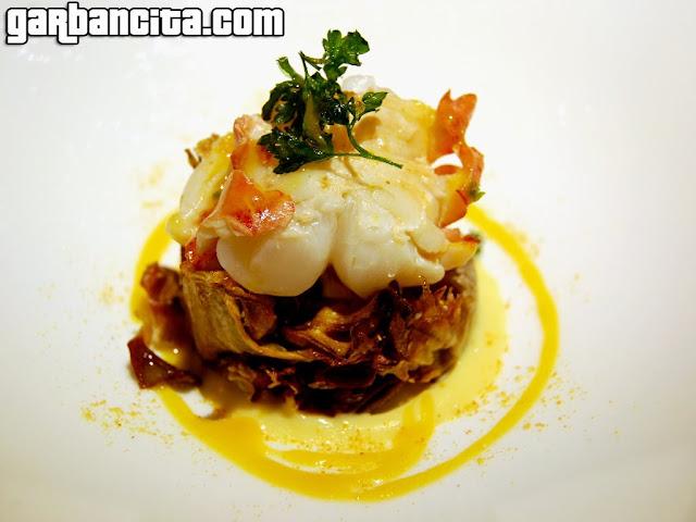 Cama de alcachofas con bogavante, su mayonesa y reducción de mandarina