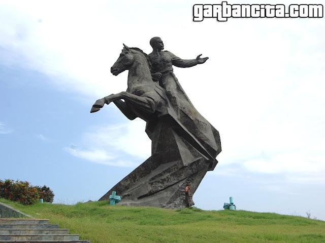 Estatua de Antonio Maceo - Plaza de la Revolución en Santiago de Cuba