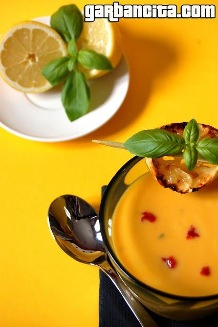 Crema de zanahoria con albahaca y limón