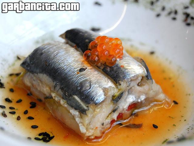Lasaña de pescdo azul y jugo de pimiento