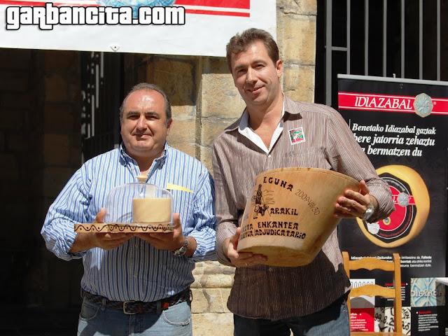 Iñaki Idoate y Javier Díaz, del Restaurante Alhambra ganaron la subasta pagando 4100€ por el queso