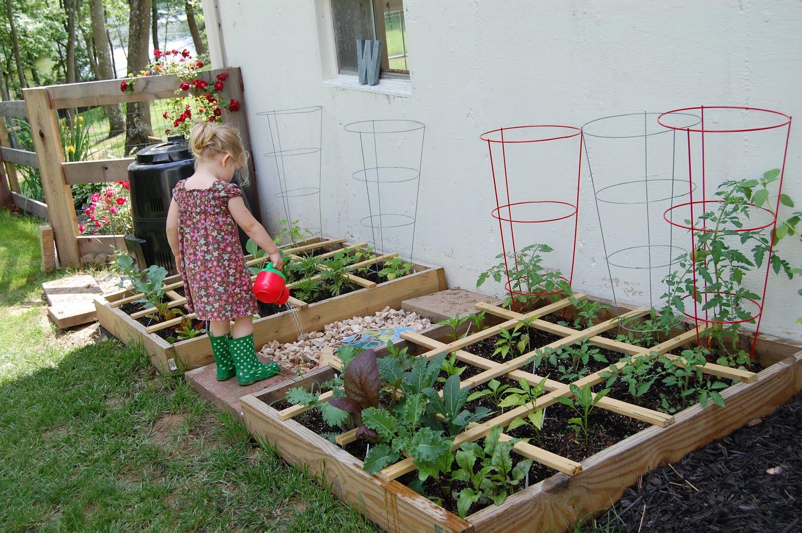 Как красиво сделать огород с цветами