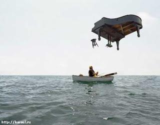 Murphy ? non mais hallo, quoi ! Murphy%27s+Law+-+Piano+on+boat
