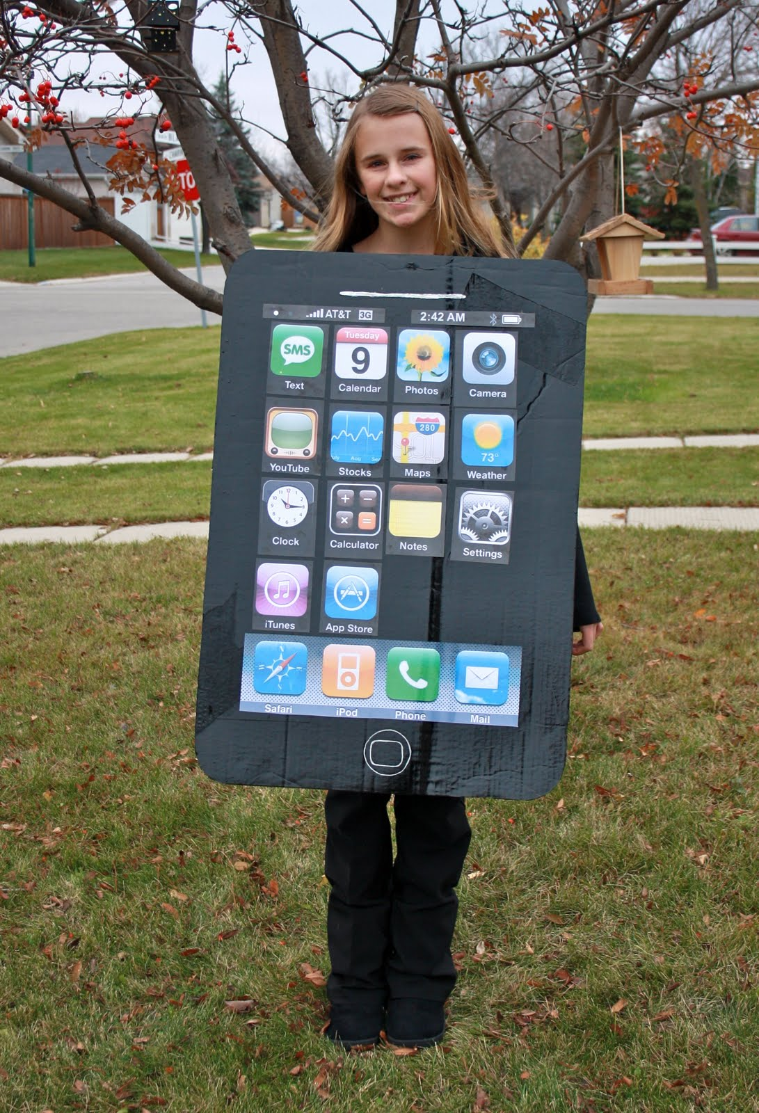 iphone costume. and here is kiandra in her iphone costume which i think totally rocks! (i was thinking of you candice as making it!) iphone