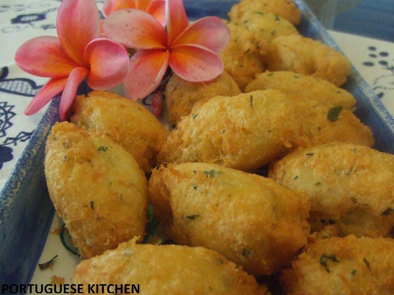 Portuguese kitchen codfish cakes pasteis de bacalhau for Portuguese cod fish recipes