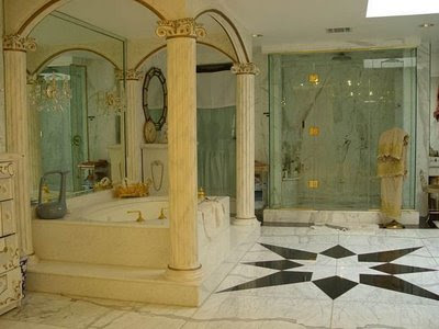 Shahrukh Khan House Price http://worldsamazinginformation.blogspot.com/2008/09/shahrukh-khans-home-mannat.html