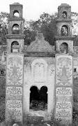 Mausoleo con forma de la Iglesia de Sotuta