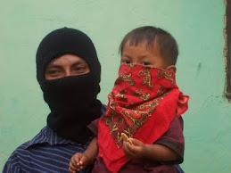Niño y padre zapatistas