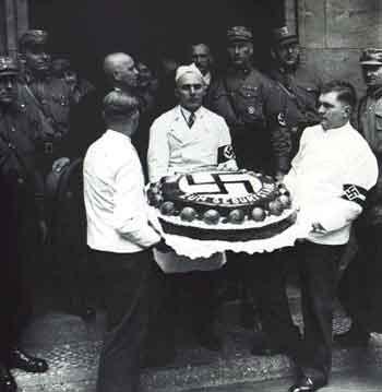 http://2.bp.blogspot.com/_CoN-0dL6_hY/SRC_yaWaOyI/AAAAAAAAMNk/h4LHfuCNDVw/s400/nazi-cake.jpg