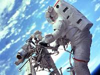 homen no espaço