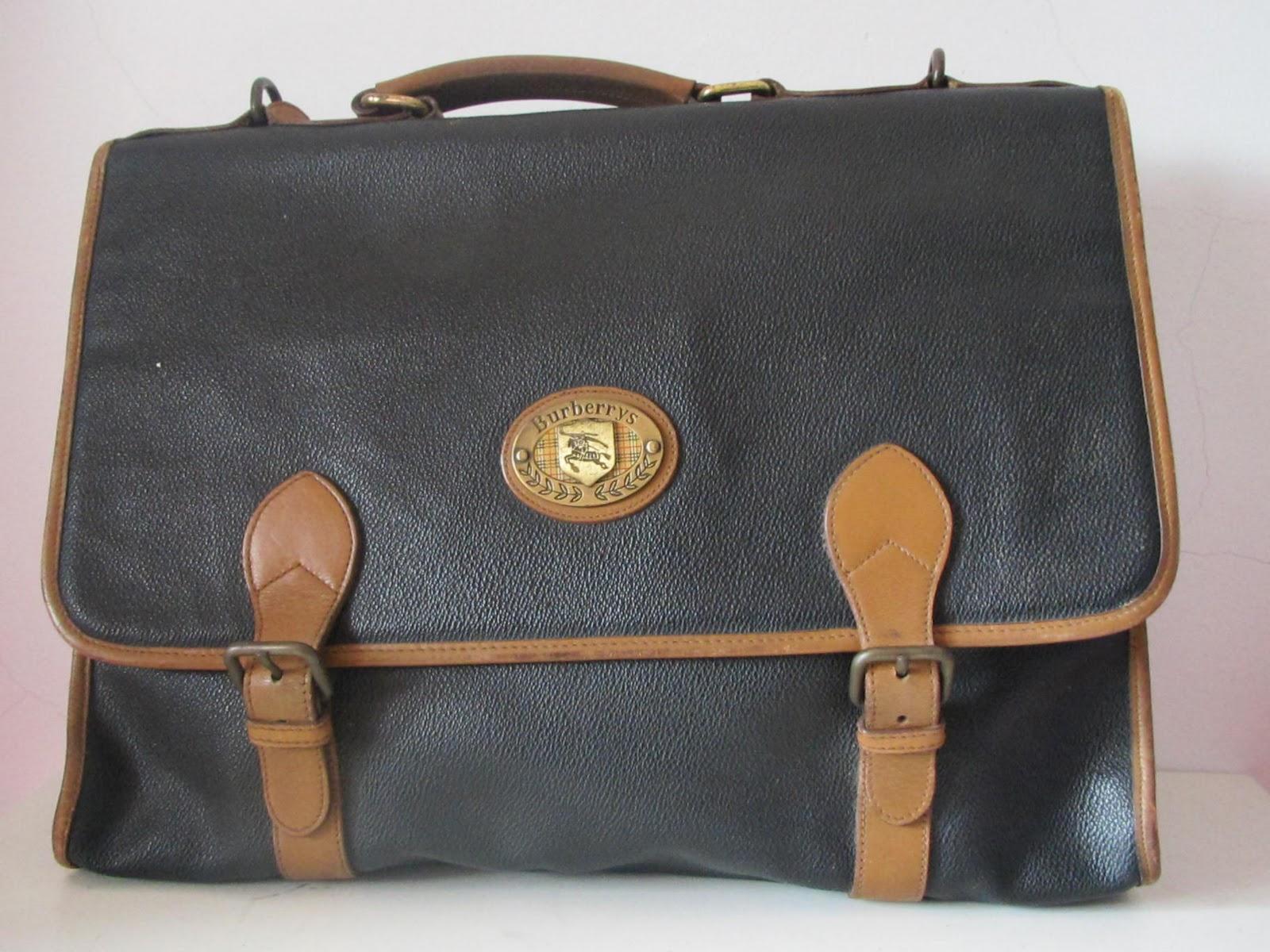 THE BAGBLOGSHOP.  VINTAGE BURBERRY SHOULDER BAG (SOLD) ed83b1af2f