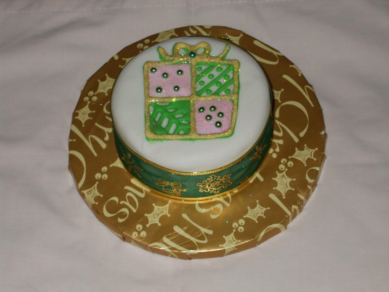 Mini Xmas Cake Designs : Fun Decorating: More Mini Christmas Cakes - USD35