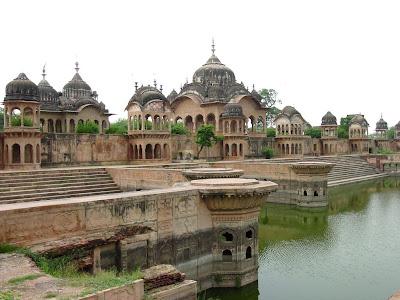 Barsana Dham Kusum Sarovar Govardhan Kripaluji Maharaj
