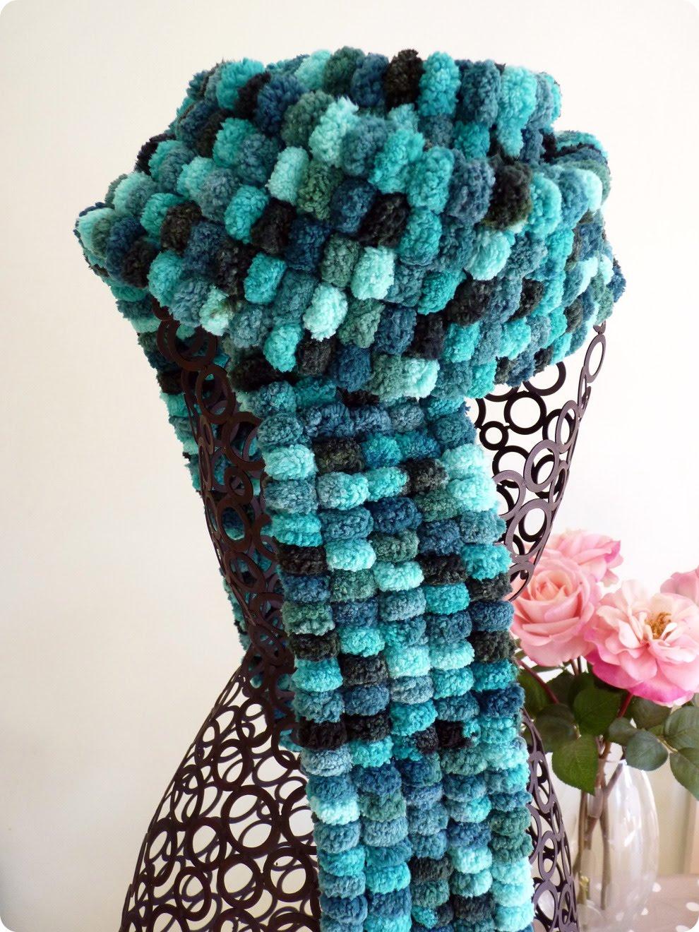 Knitting Pattern For Scarf With Pom Poms : Figgy & Co.: Tutorial: Pom Pom Wool Scarf